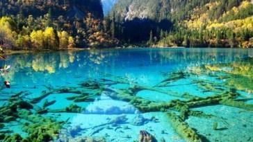 Crystalline-Turquoise-Lake-Jiuzhaigou-National-Park-China