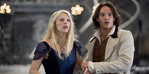 Charlie Cox and Claire Danes in Stardust