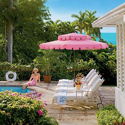 From Slim Aarons to Meg Braff, This Pool Umbrella is Pure Retro-Glam