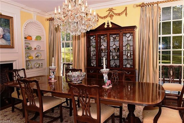 Trend Note the black doors leading into the parlor They plement the entry doors and are all original Zenke