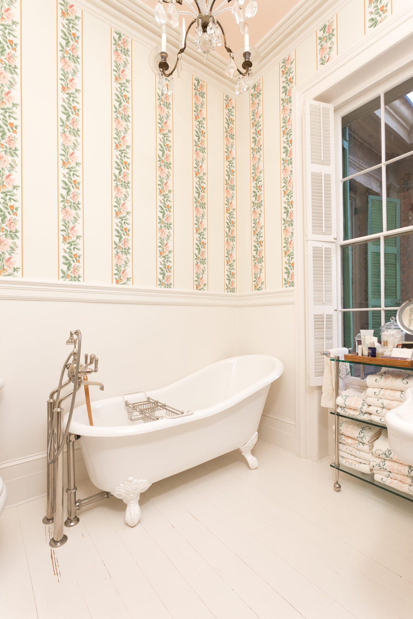 patricia-altschul-bathroom-crystal-chandelier-claw-foot-tub-bathtub ...