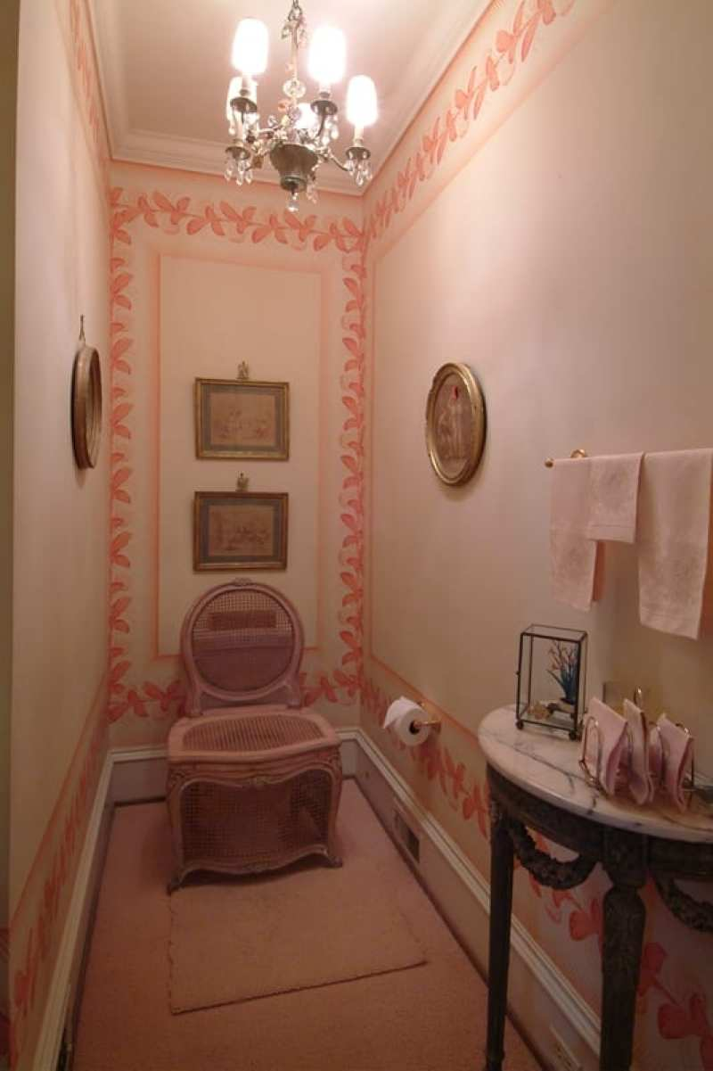 chaise-percee-otto-zenke-powder-room