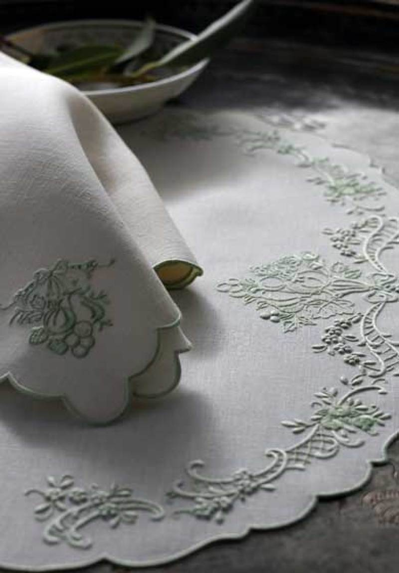patricia-altschul-leron-linens-bespoke-table-linens-toile-fruit