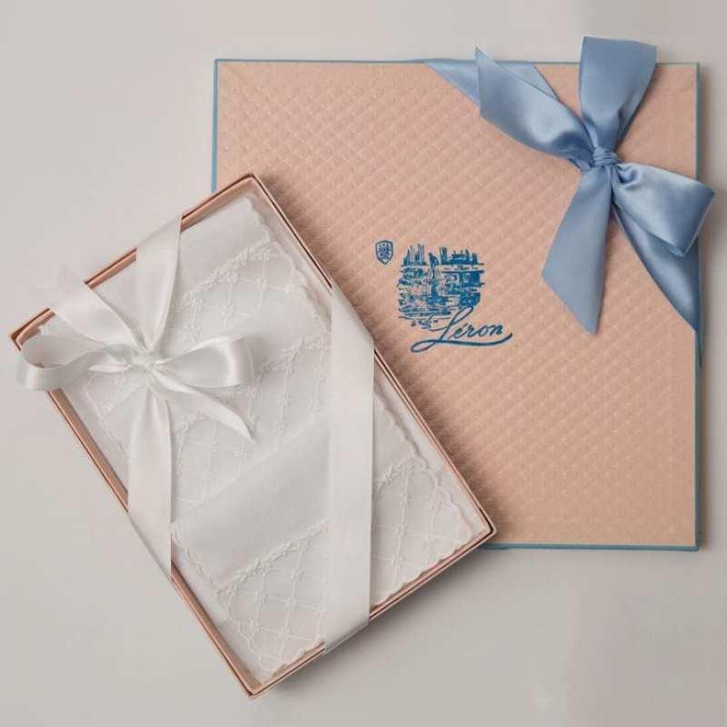 leron-linens-pink-box-blue-bow-patricia-altschul-luzanne-otte-copy