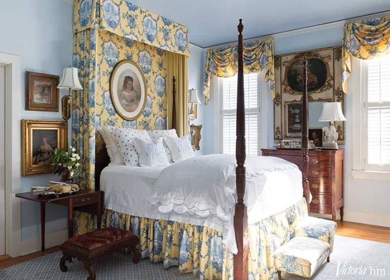 blue-yellow-toile-canopy-tester-bed-porthault-linens-couers-hearts-traditional-bedroom