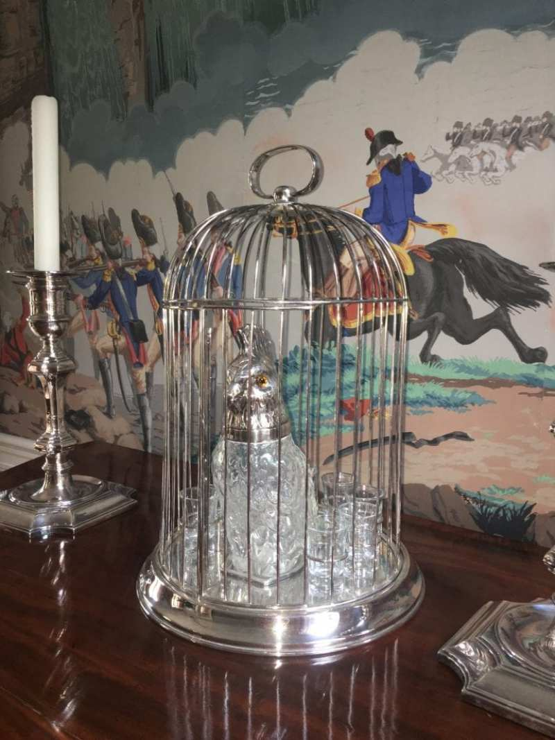 patricia-altschul-luzanne-otte-isaac-jenkins-mikell-house-charleston-mario-buatta-dining-room-zuber-revolutionary-war-birdcage--crystal-parrot-claret-silver-candlesticks