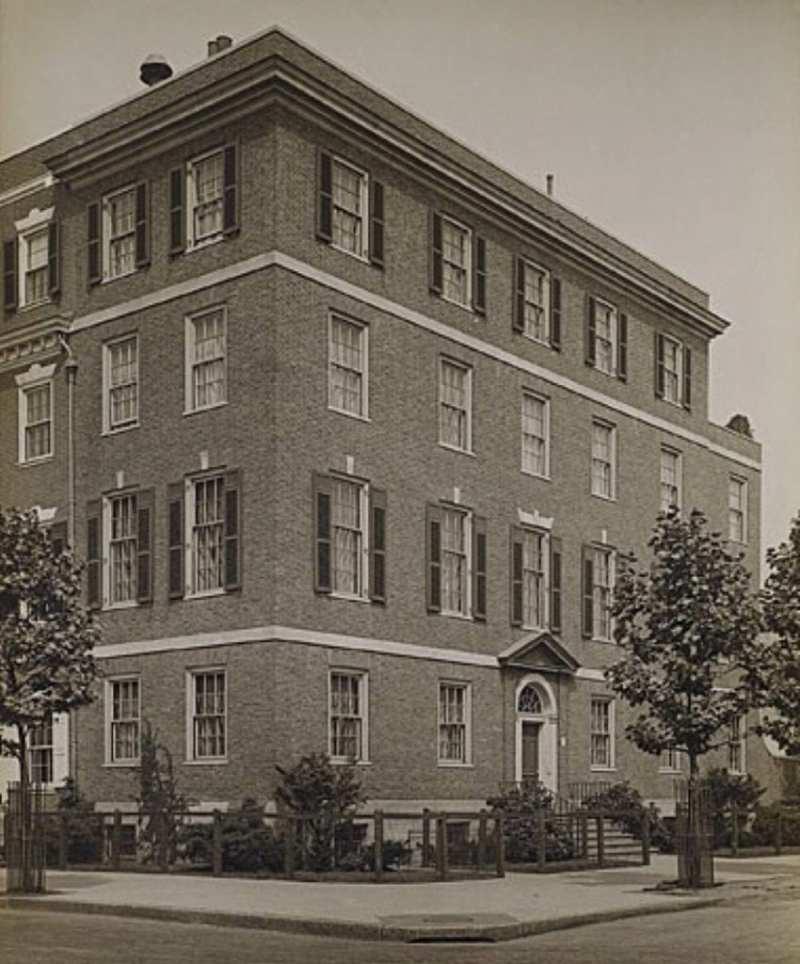 historic-picture-1-sutton-place-new-york-city-manhattan-drue-heinz-anne-vanderbilt