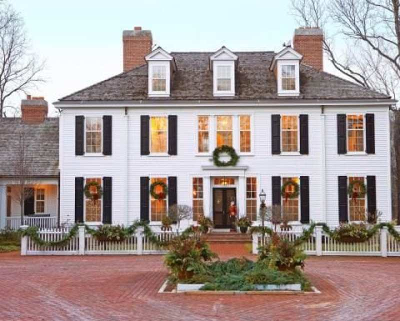 Colonial Christmas Cheer The Glam Pad