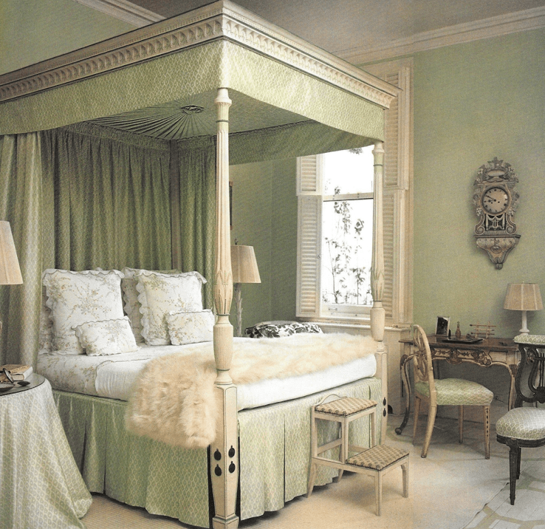 Canopy Apartments: Lee-radziwill-new-york-apartment-canopy-bed-bedroom-d