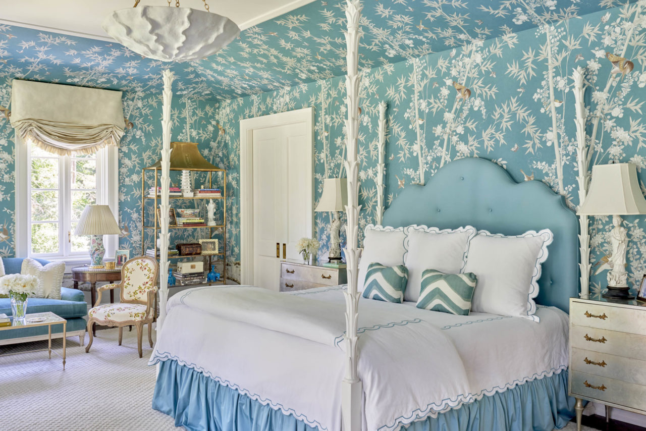 Meg Braff Blue Gracie Chinoiserie Wallpaper Palm Frond Bed Blanc
