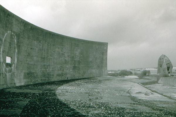 Sound mirrors, 1999, Black and white film