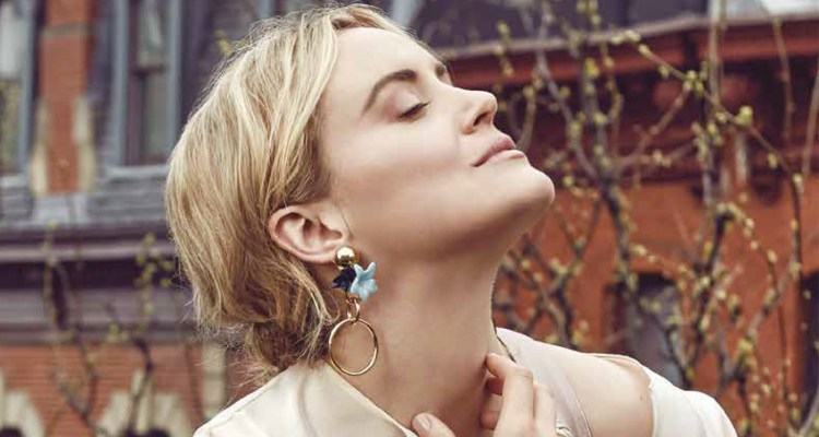 Featured Image Taylor Schilling