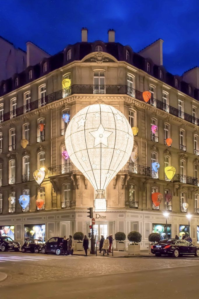Christmas Decorations in Paris- Dior montgolfière (2017)
