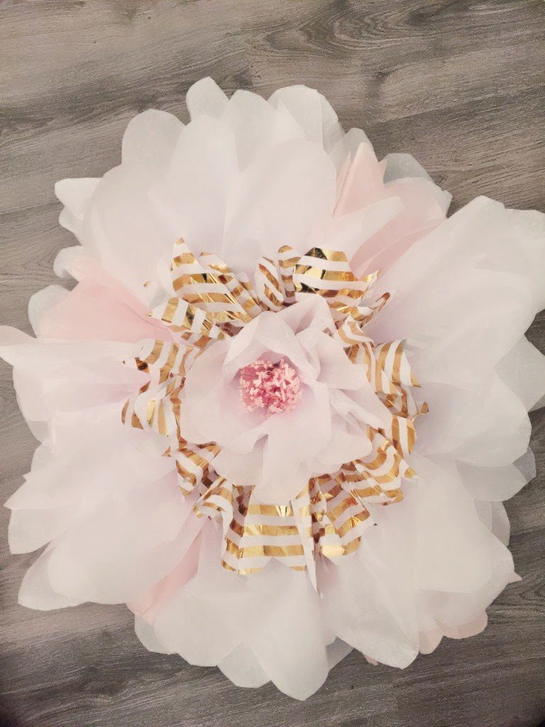 How To Make Giant Tissue Paper Flowers The Glitzy Pear