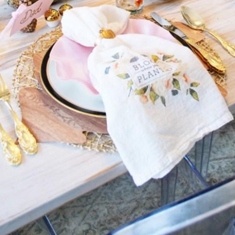 modern fall thanksgiving table setting, table setting, fall tablescapes, thanksgiving table settings, Modern thanksgiving table, pink fall table settings, gold and blush table settings, gold table settings, sophistaplates, kate aspen,