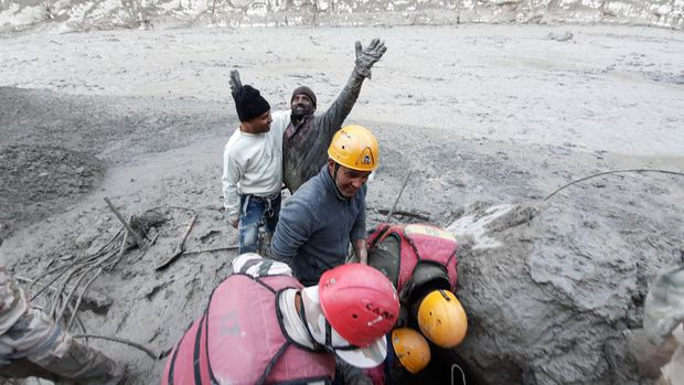 Resultado de imagen de Himalayan glacier breaks in India, around 125 missing in floods