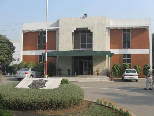 800px-Punjab_medical_college_admin_block_2