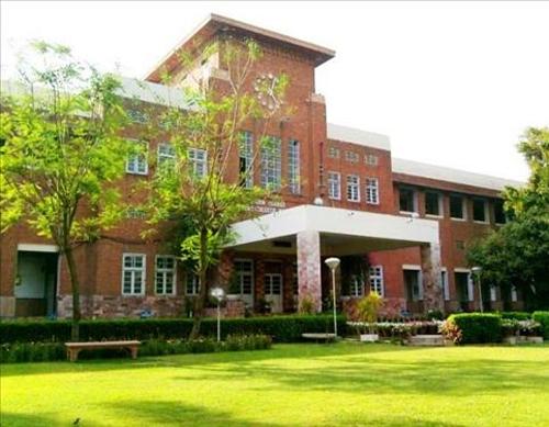 Fatima-Jinnah-Medical-College