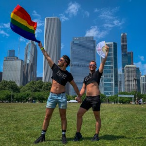 Guide to Gay Chicago: Gay Bars, Gay Neighbourhoods, Pride Fest Chicago & so much more!