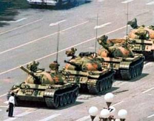 tiananmen-square-massacre-tank-image-400x315