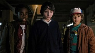 "Stranger Things 1x02 ""Chapter Two: The Weirdo on Maple Street"""