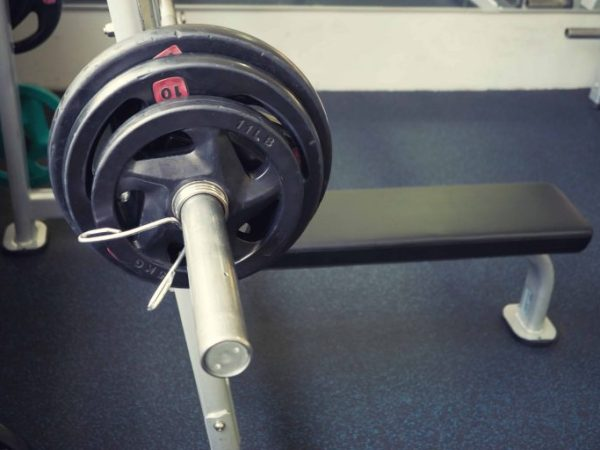 They allow to lift all kinds of weights, from dumbbells to bar and discs.