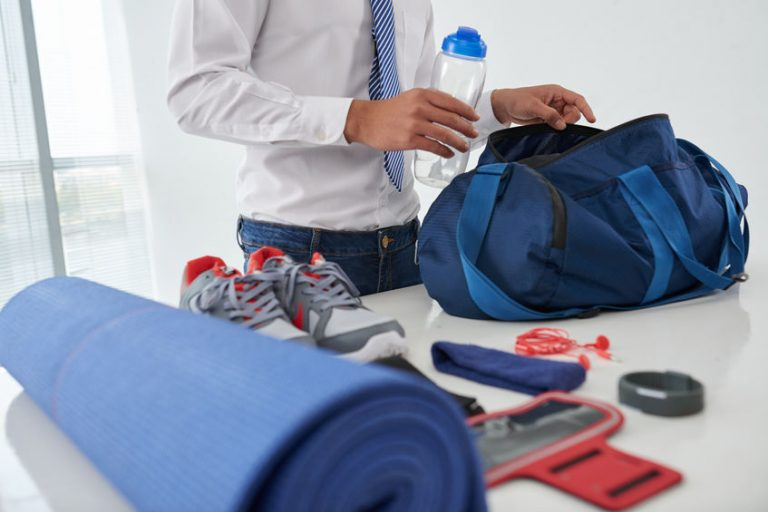 Sports bags are characterized by being light and resistant, which makes them ideal as travel bags.
