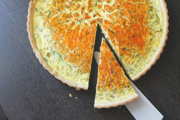 Green chile quiche slicing the green chile quiche forumfinder Choice Image