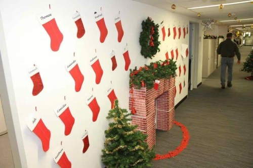 How to Plan an Excellent Holiday Office Party: 4 Essential Tips