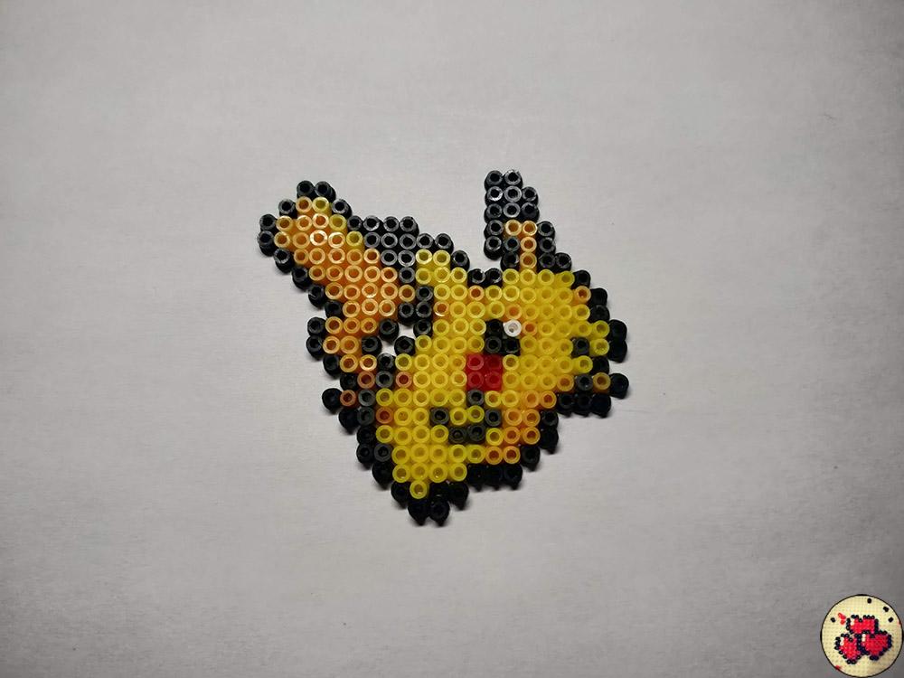 pikachu-galerie-pokemon-pixel-card-pixelart-pixelcraft-pixelbeads-perlerbeads-perlerart-hama-hamabeads-hamasprites-artkal-artkalbeads-fusebeads-retro-gaming-sprite-design-tutoriel-modele