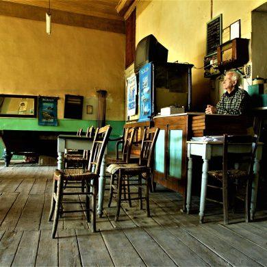 Άμφισσα, καφενείο Πανελλήνιον, Φωκίδα, Στερεά Ελλάδα, Σάλωνα