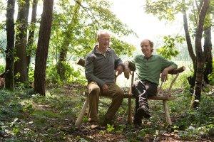 Daan met cursist en bank van Vers Hout - The Green Circle workshops in de natuur_jpg_srz