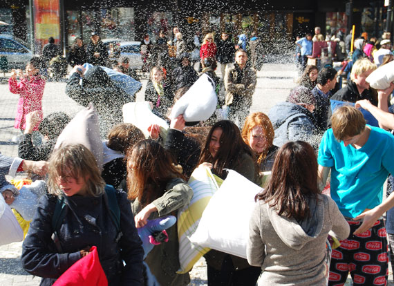 pillow-fight-day_montreal-2013_04