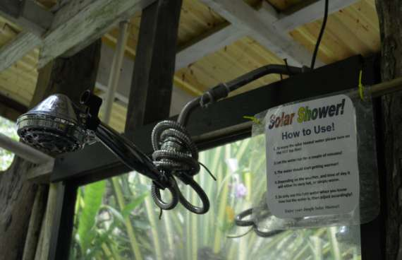 14_Hedonisia-Hawaii_eco-hostel_solar-shower