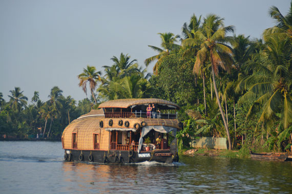 02-Sunset_Kerala-Blog-Express_Backwaters-Alappuzha_Houseboats-Lakes-and-Lagoons