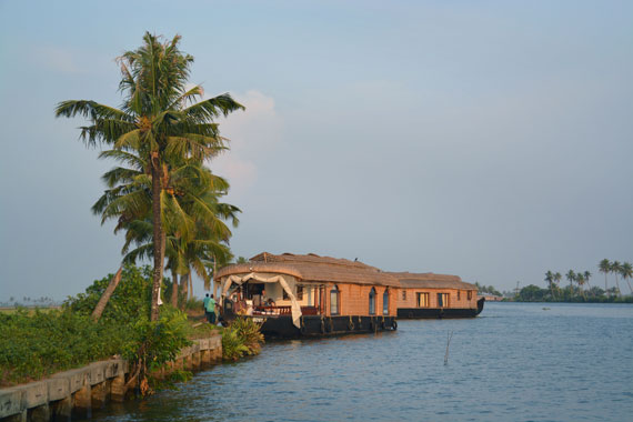 04-Sunset_Kerala-Blog-Express_Backwaters-Alappuzha_Houseboats-Lakes-and-Lagoons