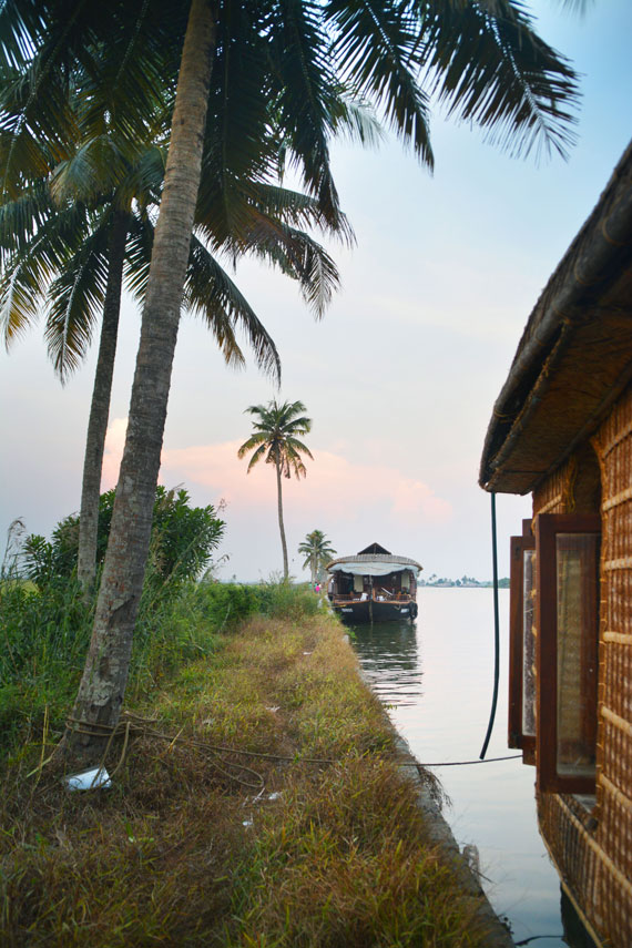05-Sunset_Kerala-Blog-Express_Backwaters-Alappuzha_Houseboats-Lakes-and-Lagoons