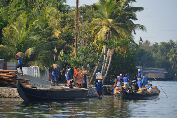 10_Kerala-Blog-Express_Backwaters-Alappuzha_Houseboats-Lakes-and-Lagoons