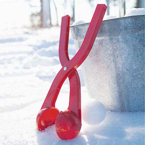 https://i1.wp.com/www.thegreenhead.com/imgs/sno-baller-snow-ball-maker-1.jpg