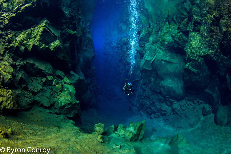 dive in silfra iceland scuba dive team