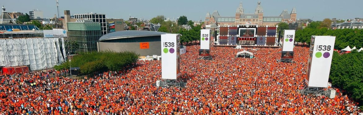 kingsday king's day koningsdag amsterdam museumplein