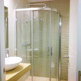 Box ducha en el baño reformado