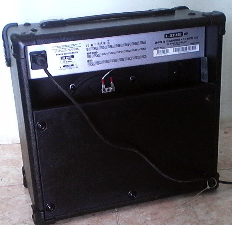 Line6 Spider IV 15 watt amp (1)