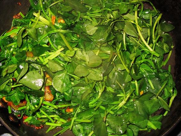 stir frying fenugreek leaves