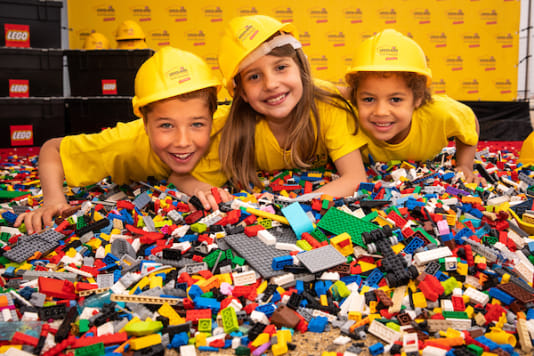 First 30,000 LEGO® Bricks Arrive for the Construction of LEGOLAND® Discovery Center Scheveningen