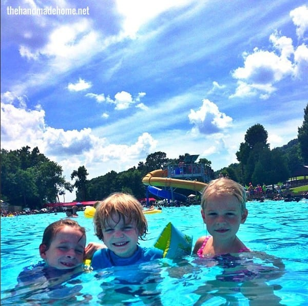 kids_swimming