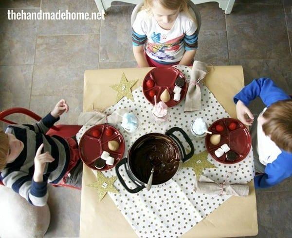 kids_table_christmas_fun