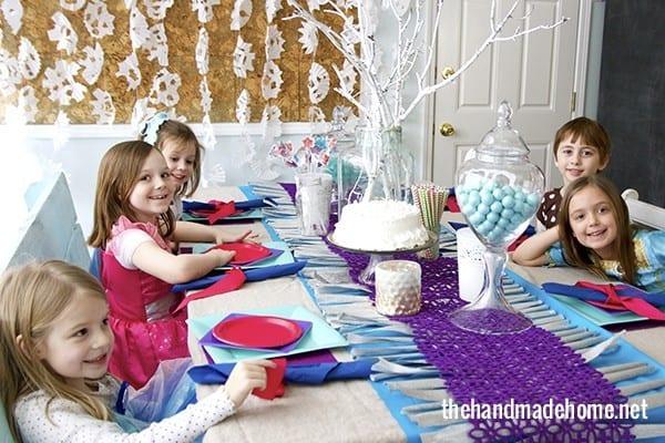 little_girls_frozen_party