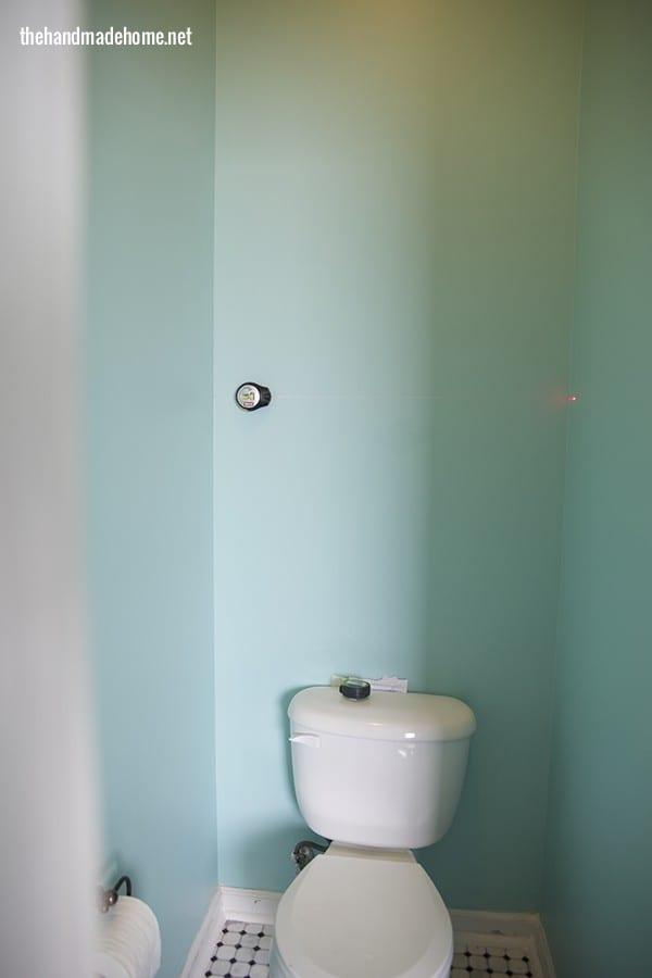 installing_bathroom_shelves