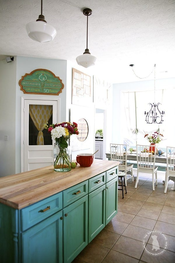 green_cabinets_kitchen 2